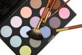 Conjunto de maquiagem e cosméticos profissionais - escovas e sombra — Fotografia Stock
