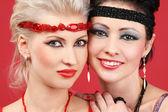 Gezichten van de twee professionele mode modellen close-up — Stockfoto