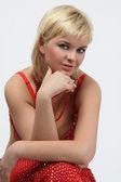 Krásná žena s blond vlasy - bob účes — Stock fotografie