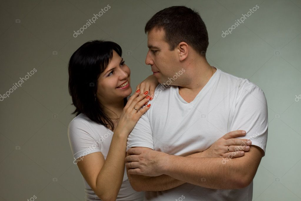 Happiness couple. Man and woman look at each other — Stock Photo #5099199