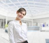 Ritratto di una donna giovane attraente business — Foto Stock