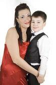 母と息子の白で隔離されます。. — ストック写真