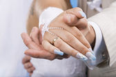 Hands of groom and bride. — Stock Photo
