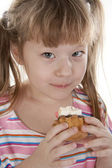 Small girl is eating cake — Stock Photo