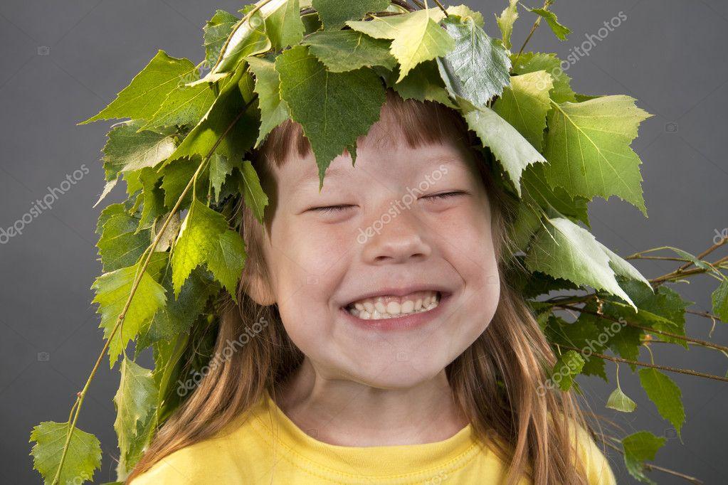 Венок из березовых листьев на голову
