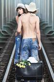 Par på järnvägsspåren — Stockfoto