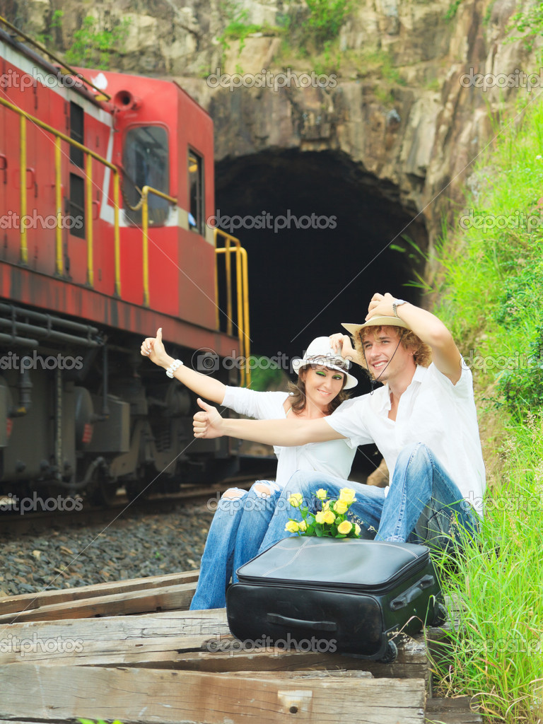 Young couple hitchhiking a train. — Stock Photo #4162621