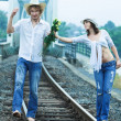 Couple on train tracks - Foto Stock