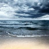 Playa en día tempestuoso — Foto de Stock