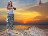 Meditatie bij zonsondergang tijd — Stockfoto