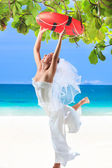 Bride on the beach — Stockfoto