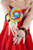 The young girl is holding a lollypop — Stock Photo