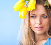 Young girl holding flower in her hands — Stock Photo