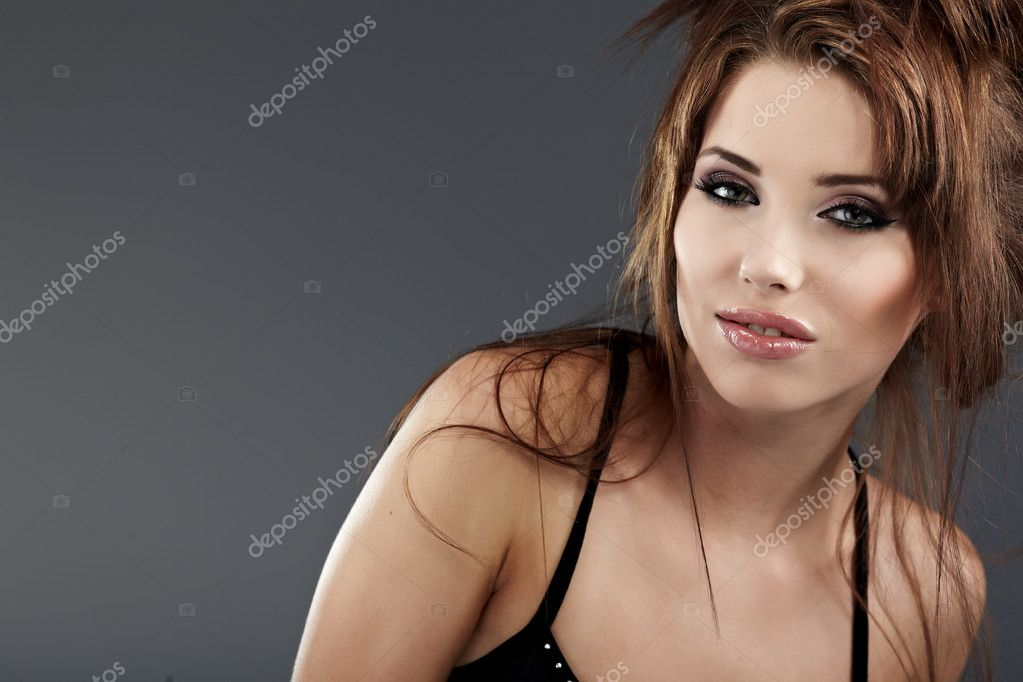 Young brunette woman beauty portrait studio shot  — Stock Photo #4038449