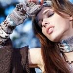 piękna kobieta w zimowej scenerii — Zdjęcie stockowe #4823032