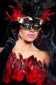 Mor parti yarısı maske genç seksi kadın. moda için kullanılması — Stok fotoğraf