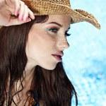 piękna młoda kobieta na basenie — Zdjęcie stockowe
