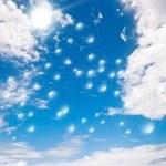 Soap bubbles on blue sky — Stock Photo