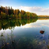秋の湖 — ストック写真