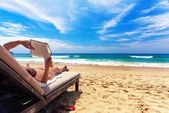 Relaxing on the beach — Stock Photo