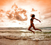 Dancing girl on sunset — Stock Photo