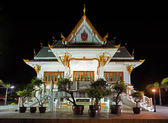 Thai temple at night — Stock Photo