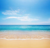 Beach and tropical sea — ストック写真