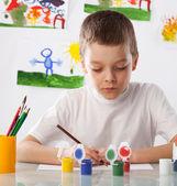 Garçon sur une classe de dessin — Photo