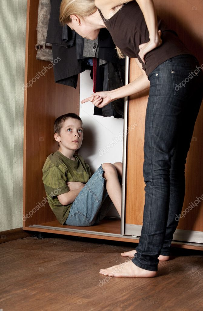 Mother, swears at his son at home — Stock Photo #5267028