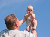 Father lifted up her baby, the child is happy — Stock Photo