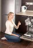 The happy housewife — Stockfoto