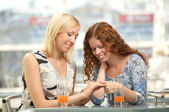 To divide gladness with a friend — Stock Photo