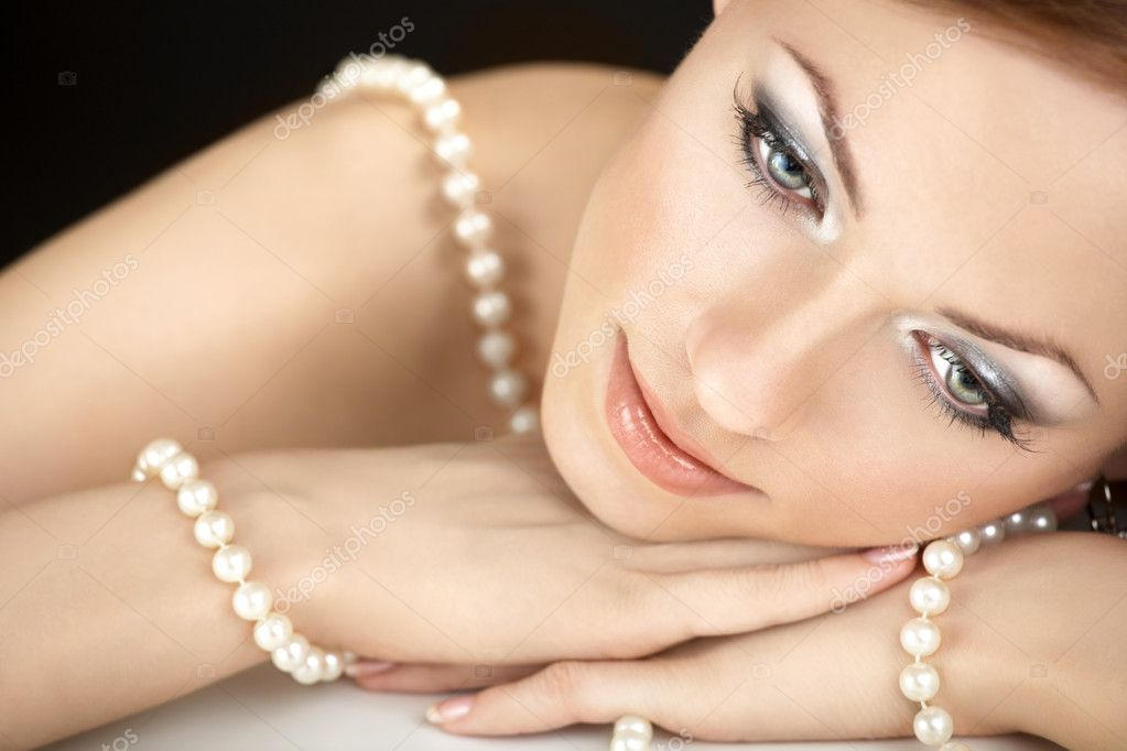 The dreaming woman with a pearl necklace on the bared shoulders — Stock Photo #3986295