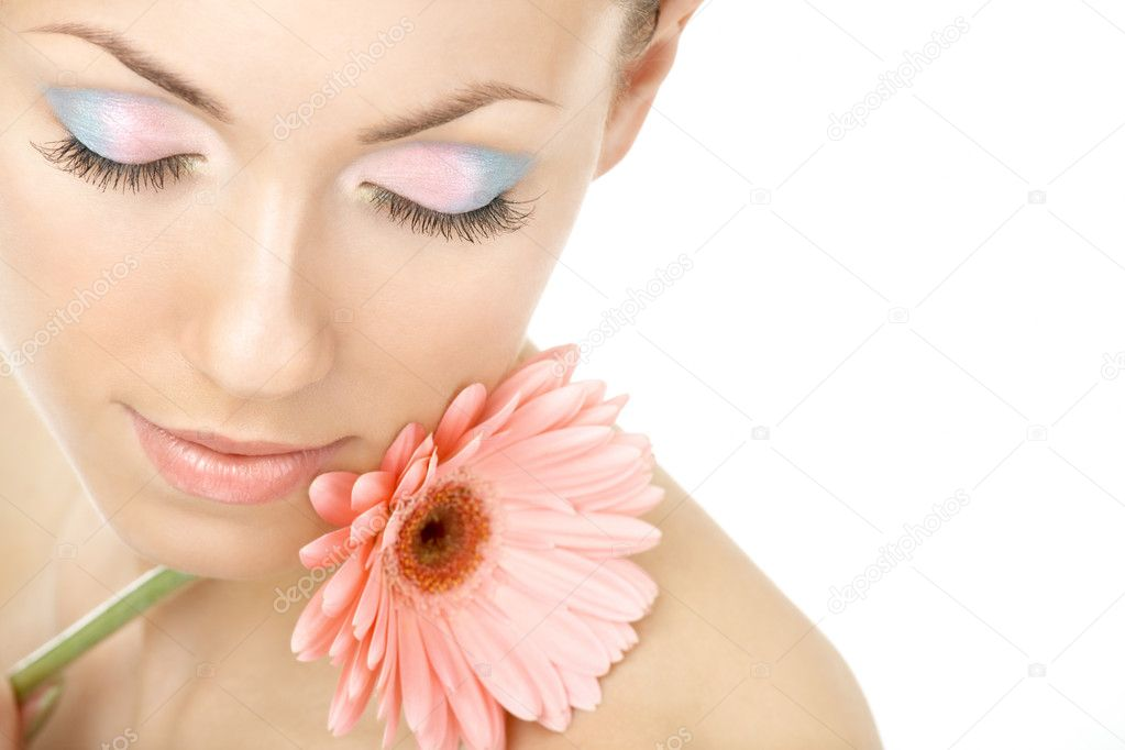 Portrait of the young woman blindly and pink gerbera — Stock Photo #3986553