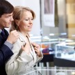 Couple in jeweller shop — Stock Photo