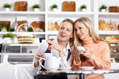 Conversations of girlfriends — Stock Photo