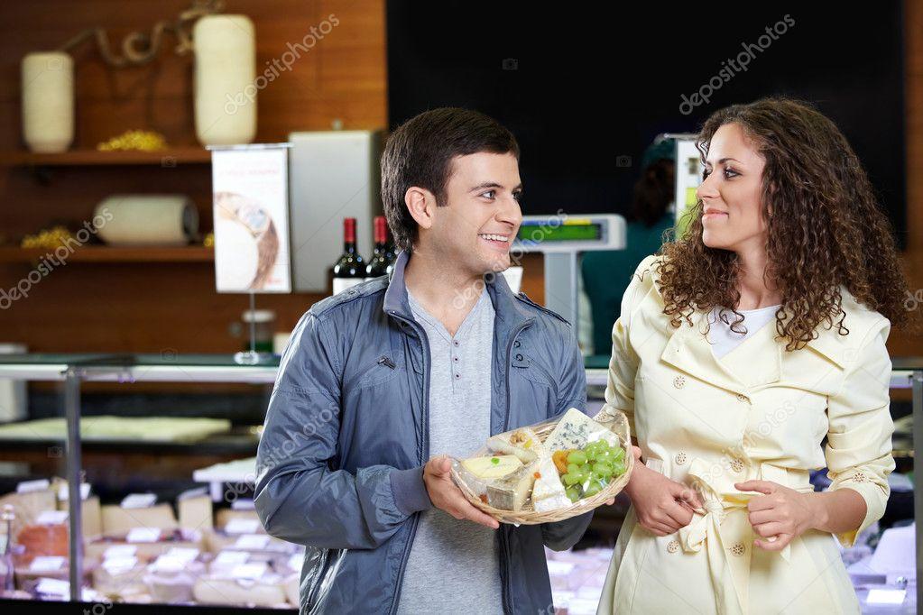 Как познакомиться в магазине с мужчиной