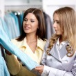 Two girls in shop — Stockfoto