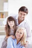 Счастливая семья дома — Стоковое фото