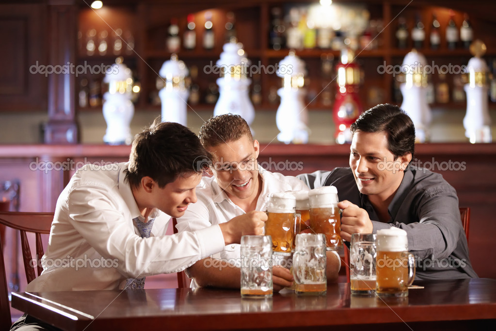 Three lucky bob mug of beer — Stock Photo #4248329