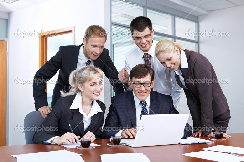 Look at the laptop in the office — Stock Photo #4299469