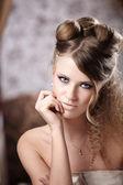 Portret van het aantrekkelijk meisje — Stockfoto