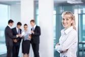Chica en el fondo del negocio — Foto de Stock