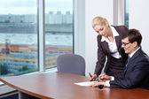 Firma de contratos — Foto de Stock