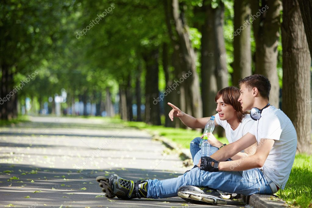 One of the young guys in the park shows somewhere — Foto de Stock   #4593942