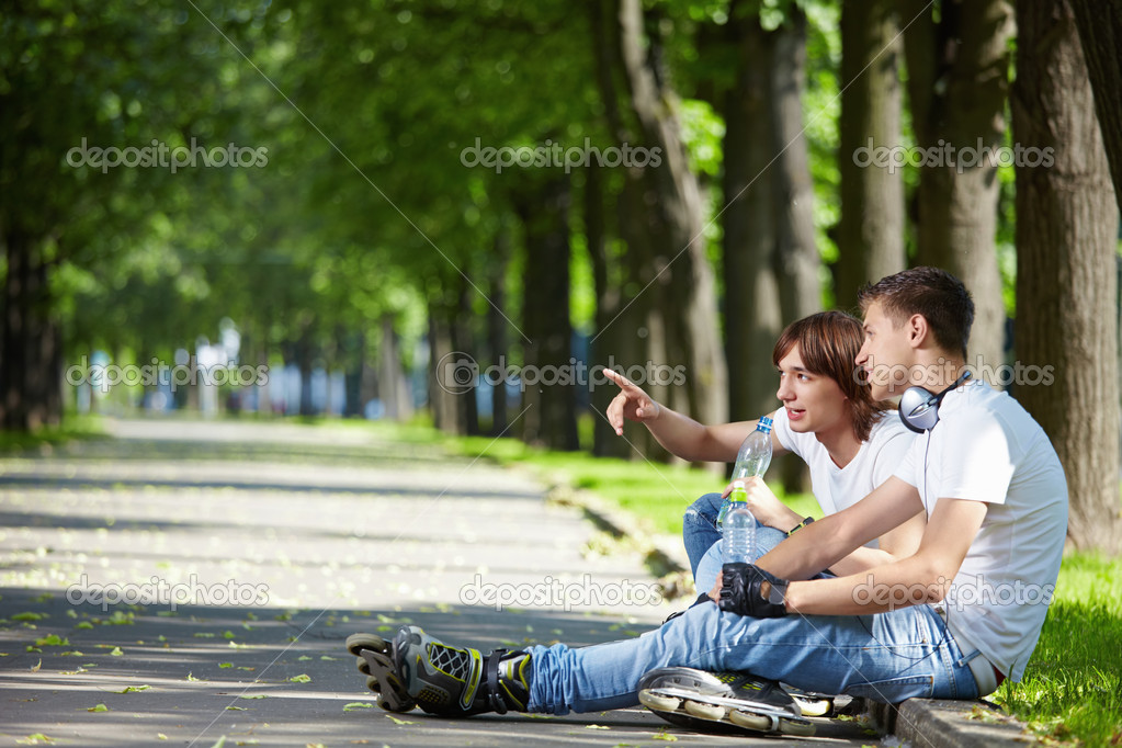 One of the young guys in the park shows somewhere — Стоковая фотография #4593942