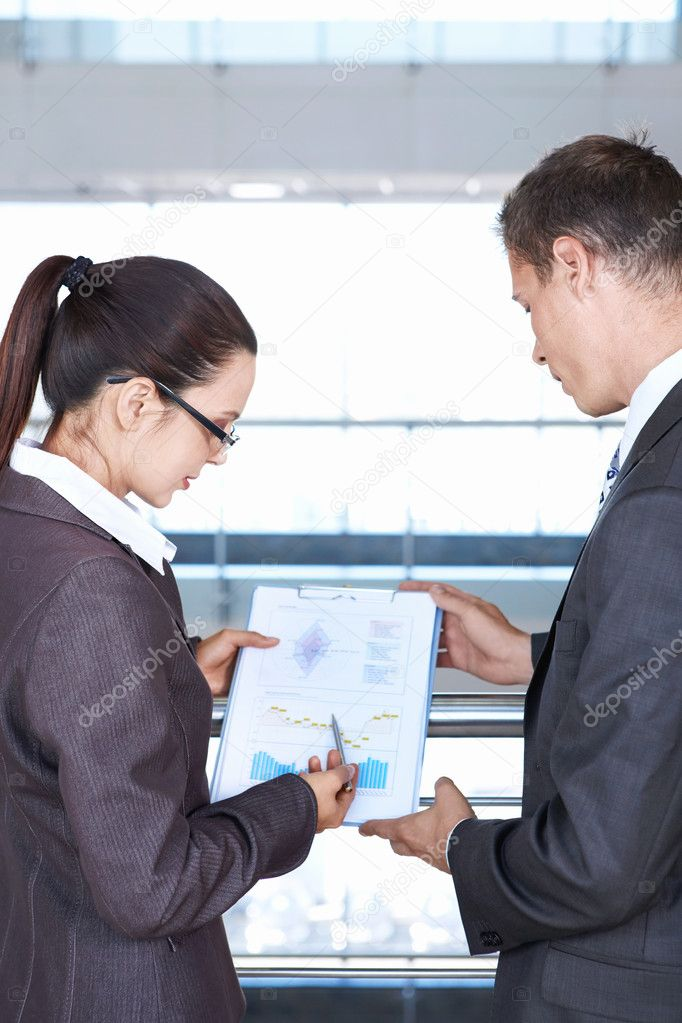 Girl shows a colleague sales chart — Stock Photo #4594186