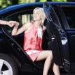 Foto Stock: Beautiful girl comes out of car