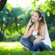 An attractive girl in the park — Stock Photo