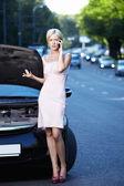 No carro quebrado — Fotografia Stock